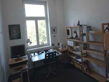 Heller Büroraum zur Untermiete