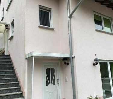 Schöne, geräumige Doppelhaushälfte mit fünf Zimmern in Märkischer Kreis, Halver