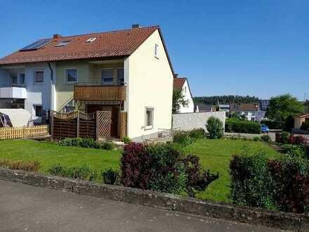 Doppelhaushälfte mit Terrasse, Balkon und Garten in Münsingen