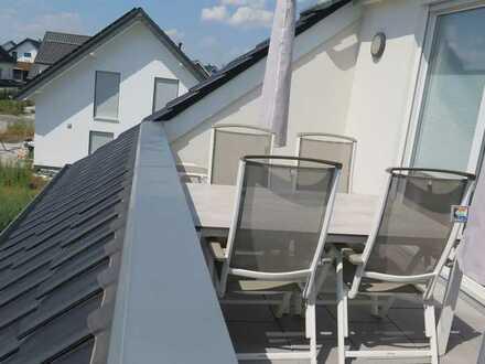 Neuwertige Penthouse-Wohnung mit vier Zimmern und Loggia in Bad Sassendorf (Kreis Soest)