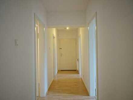 Frisch sanierte 4 Zimmer Wohnung mit Balkon nahe der Innenstadt