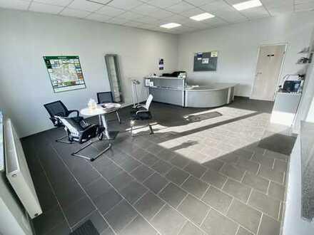Büro und Hallen in zentraler Lage, vielseitig teil- und nutzbar