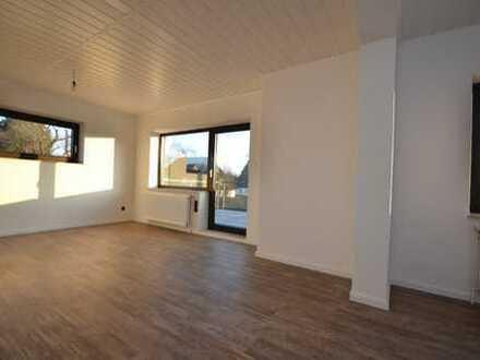 BEZUGSFREI | Behagliche Wohnung mit Dachterrasse & neuer Einbauküche