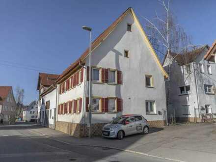 Zwei Haushälften und Ökonomiegebäude in Grosselfingen zu verkaufen
