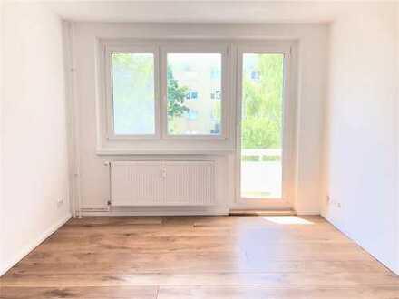 ***ERSTBEZUG nach Sanierung*** Moderne 4-Zimmer mit neuer EBK, Parkett und Balkon