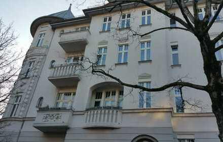 Traumhafte 3-Zimmer-Altbauwohnung mit Balkon und Einbauküche in Berlin-Steglitz 