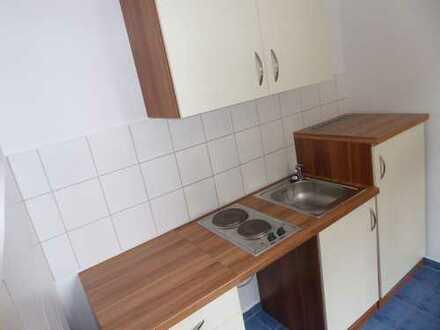 Klein - aber Oho!!! - Süße 1-Raum mit Küchenmöbeln in Hilbersdorf