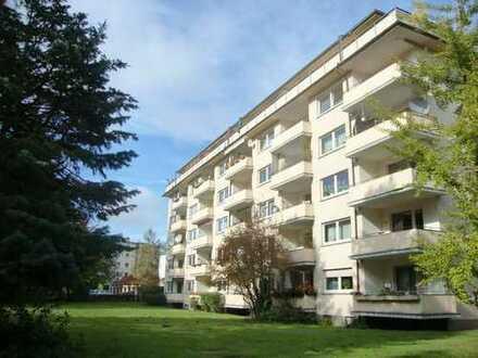 +++Helle 4-Zimmer-Wohnung in Grünlage mit Süd-Balkon!+++