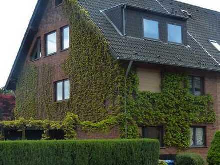 Frechen, kuscheliges DG Appartement im Grünen. Bezugsfertig renoviert.