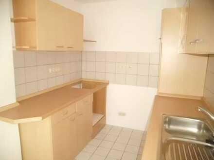 Schmucke kleine 2-Raum-DG-Wohnung mit EBK auf 4-Seiten-Hof in Eickendorf