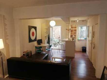 Modernisiertes 1-Zimmer-Appartement mit offener Küche und kleiner Terasse mitten in der Sternschanze