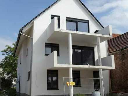 (1188) Dreifamilienhaus mit Kfz-Stellplätzen