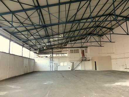 Provisionsfrei: Lagerhalle zu vermieten. Gute Lage, viele Stellplätze!
