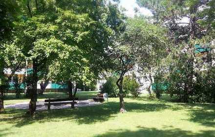 Geräumige sanierte und modernisierte Wohnung mit großer Loggia, herrlicher Blick in Grünanlage