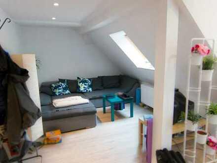 Helle 3-Zimmer-Dachgeschosswohnung in zentraler Lage von Frankfurt-Nied