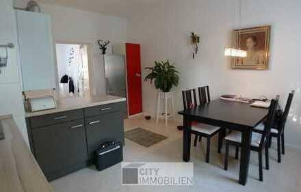 Wohnen im beliebten Maxfeld - Tolle 2-Zimmer-Wohnung mit EBK, Balkon und Holzdielen