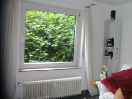 Helles Souterrainzimmer mit kleinem Flur, Bad und sep. Eingang auf Zeit oder für Wochenendfahrer. N