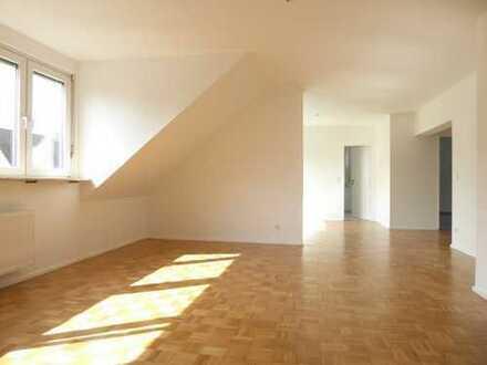 Großzügige 3-ZW m. Parkett, Balkon in ruhiger Lage u. toller Anbindung zum MTZ, Eschborn, F-City....