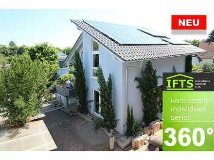 Eine sichere Entscheidung. Großes Haus, sehr gute Lage, hochwertig ausgestattet, Parkett, EBK, Kamin