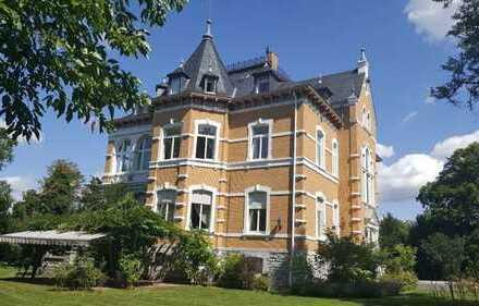 Repräsentative Villa mit Park in Weilburg