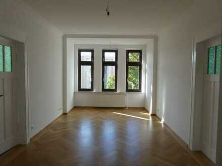 Hochwertig renovierte Wohnung mit Balkon und Parkett in Reudnitz!