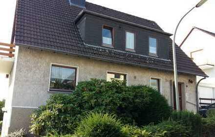Renovierte 3-Zimmer-Dachgeschosswohnung mit Balkon und Einbauküche in Hattingen