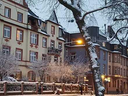 Dachgeschosswohnung im Maisonette Stil, im Altbau, einmaliges Ambiente, Nordend Frankfurt
