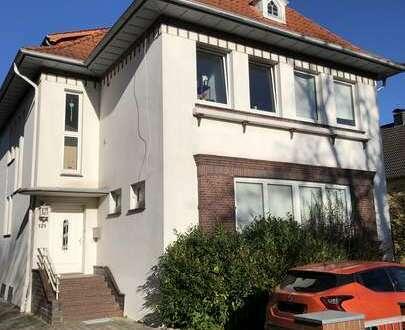 Gut aufgeteilte Dachgeschosswohnung mit Einbauküche