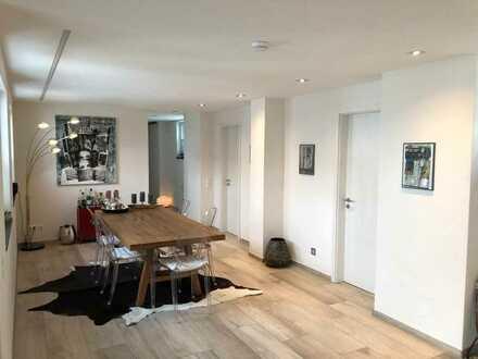 Gepflegte 3-Zimmer-Penthouse-Wohnung mit Balkon und Einbauküche in Markdorf