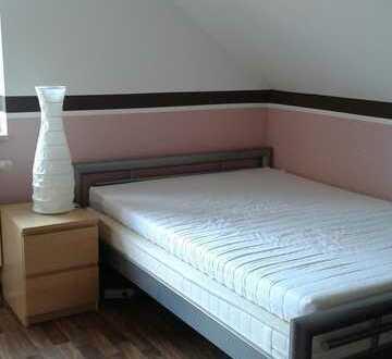 Zimmer für nette tolerante Mitbewohnerin verfügbar