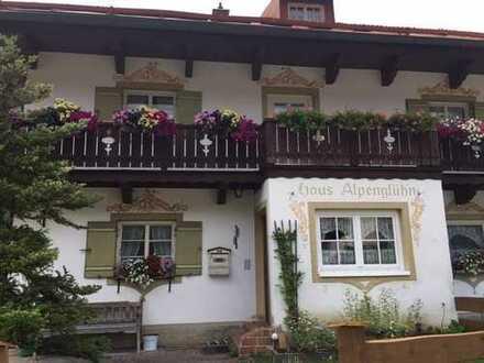 ORTSZENTRUM VON BAYRISCHZELL: Gästehaus +Gäste-Nebengebäude insgesamt 5-6 Wohng./Erweiterung mögl.
