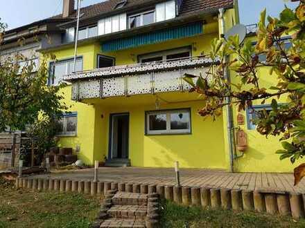 *Provisionsfrei* schöne & geräumige Doppelhaushälfte mit 8 Zimmern in Nürtingen-Neckarhausen