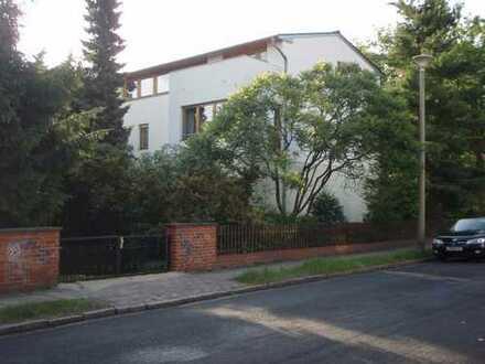 Gemütliche, großzügige möblierte Dachgeschoßwohnung im Einfamilienhaus in Babelsberg