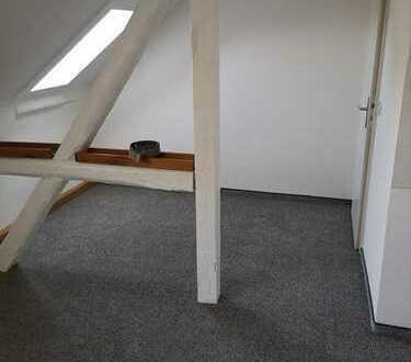 Kleine teilmöblierte 1-Zimmerwohnung mit Duschbad