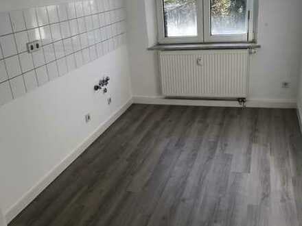 Kleine 2-Raum-Wohnung mit Blick in den begrünten Hinterhof
