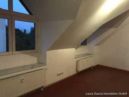 WG-geeignete 4 Zi./Küche/Dachterrasse/Diele/2 Bäder/Keller ab sofort zu vermieten.