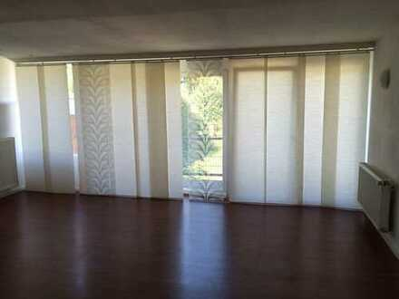 35qm Zimmer, eigene Dusche + WC+Balkon! Ab sofort!
