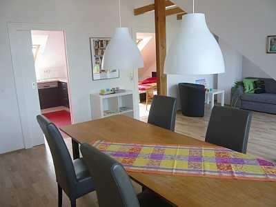 Helle Dachgeschosswohnung in einem Zweifamilienhaus