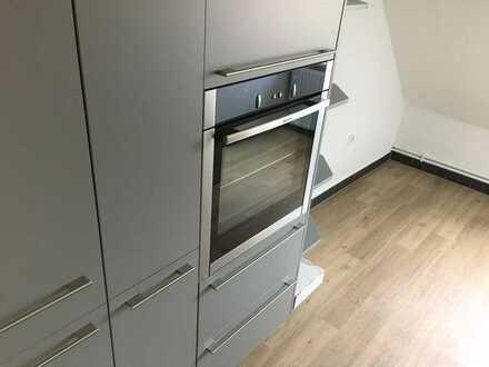 Neuwertige 3-Raum-Wohnung mit Balkon und Einbauküche in Treschklingen