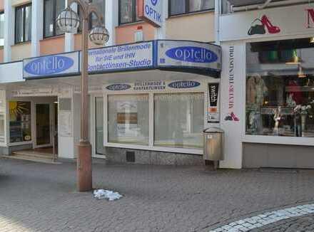Ladengeschäft in der Fußgängerzone-PS