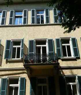 ZEITZEICHEN - Klassische 4-Zimmer-Altbauwohnung in repräsentativem Gründerzeit-Stadthaus