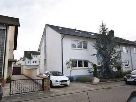 Gepflegtes 3-Familienhaus mit Gartenanlage in Neulußheim