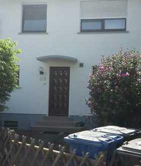 Haus mit fünf Zimmern und kleinem Garten in Langen (Hessen)
