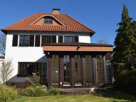 Schönes und sehr gepflegtes Einfamilienhaus in Top Lage in Bad Salzuflen zum Mieten Frei ab sofort.