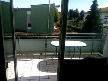 Es ist eine tolle Wohnung . 2schlafzimmer, großes Wohnzimmer, schönes Bad und gute küche mit Balkon