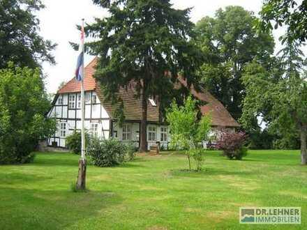 Das besondere Fachwerkhaus mit Charme  mit parkähnlichem Garten und Golfübungsplatz