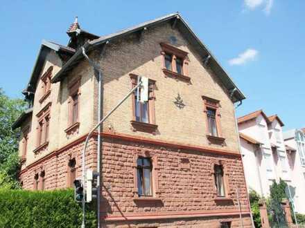 Sehr schöne 4-ZKB-Altbauwohnung im Herzen von Annweiler zu vermieten.