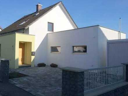 Liebevoll renoviertes Haus, fünf Zimmern, Garten, Garage, in SR/Bogen zu vermieten.