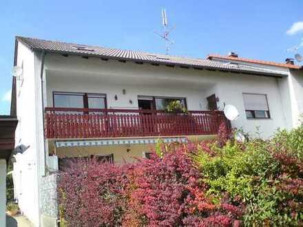 4 Zimmer Wohnung im Zweifamilienhaus mit Garage und großem Gartenanteil