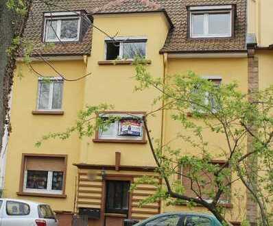 """Stilvoll """" teilsanierter 3-Familienhaus liegt am Zedtwitzpark!"""